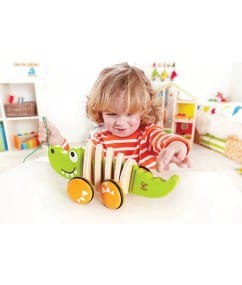 Hape_E0348_hape-speelgoed-walk-a-long-crocodile-child-e0348